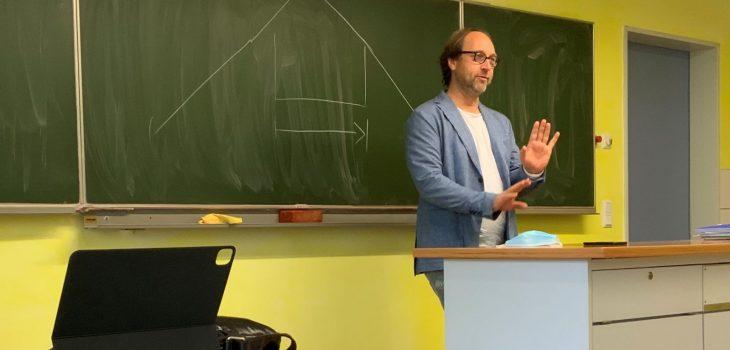 Lars Keitel in der Waldorfschule in Diez